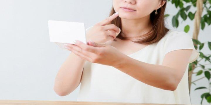 肌に悩む女性 (2) (リサイズ)